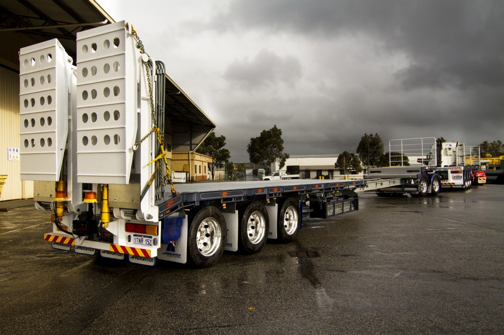 The Freighter drop deck extendable semi is rated at 32-tonne and 20-tonne when fully extended.
